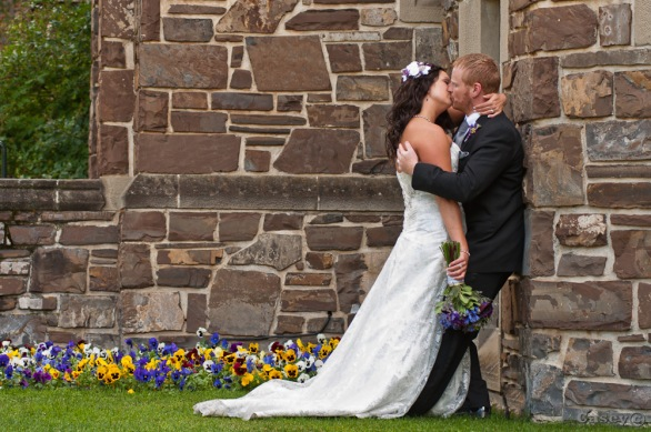 wedding rock wall kiss